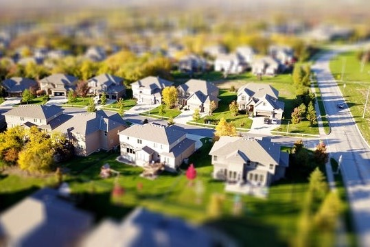 high angle shot of suburban neighborhood 1546168 e1598433005220 - Forside